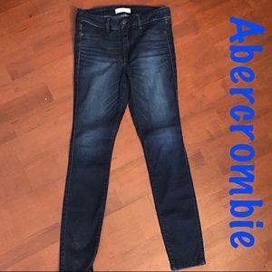 A&F dark blue skinny jeans 👖 6R/28W/29L